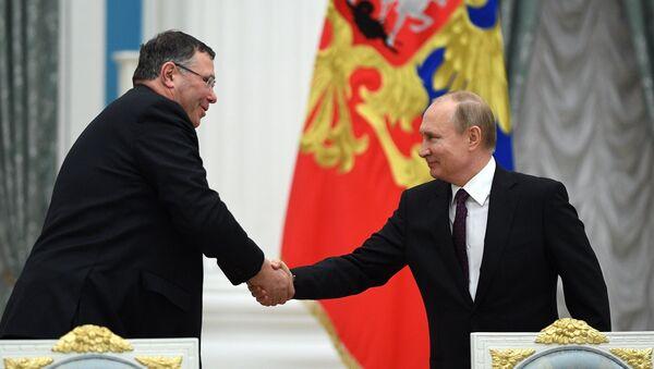 Президент РФ В. Путин встретился с представителями деловых кругов Франции - Sputnik France