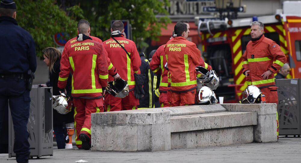 Pompiers parisiens. Image d'illustration