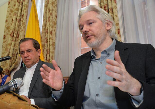 Ricardo Patino avec Julian Assange