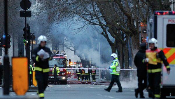 Firefighters tackle a fire under Kingsway - Sputnik France