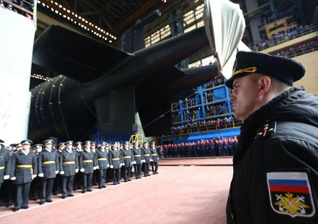 La cérémonie de mise à l'eau du sous-marin russe, le K-329 Belgorod