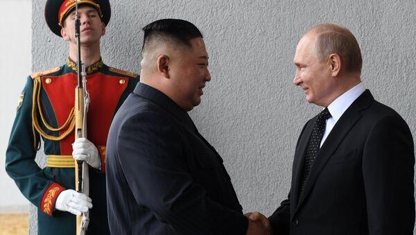 El líder de Corea del Norte, Kim Jong-un, y el presidente de Rusia, Vladímir Putin - Sputnik France