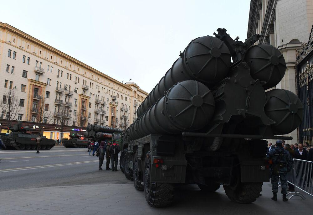 Le matériel militaire arrive à Moscou pour la répétition du défilé de la Victoire