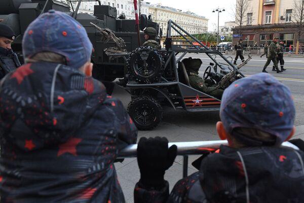 Le matériel militaire arrive à Moscou pour la répétition du défilé de la Victoire - Sputnik France
