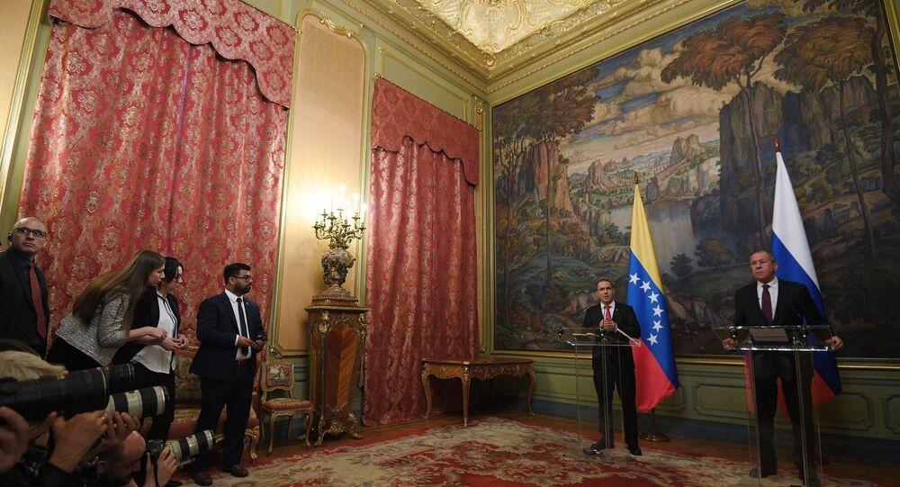 le chef de la diplomatie vénézuélienne Jorge Arreaza et son homologue russe Sergueï Lavrov