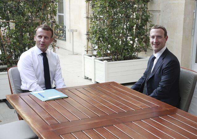 Emmanuel Macron et Mark Zuckerberg lors de leur rencontre en mai 2018