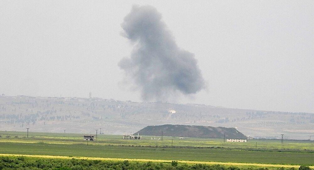Frappes aériennes dans la région de Hama, image d'illustration