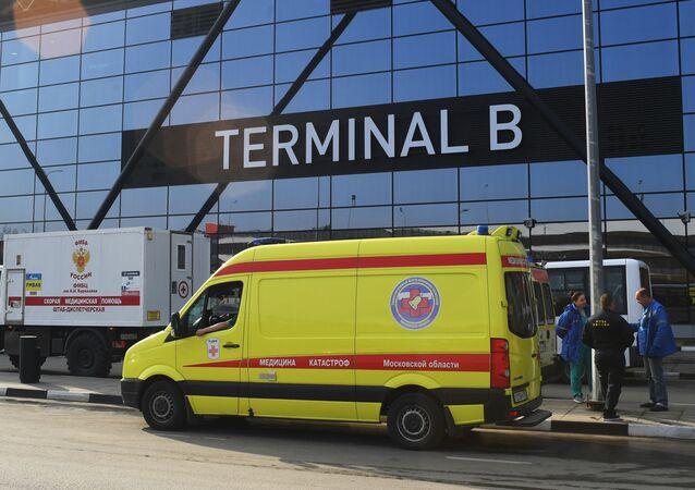 Ambiance dans l'aéroport moscovite de Cheremetievo après que l'avion SSJ-100 y a pris feu lors de son atterrissage d'urgence