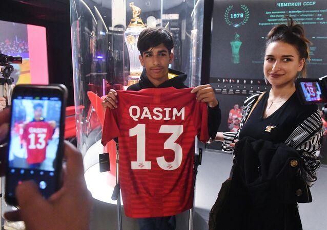 «L'adolescent de la photo» Kassim al-Kadim fête son anniversaire à Moscou