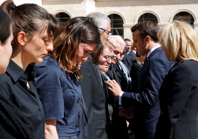 La cérémonie d'hommage aux deux militaires français, Cedric de Pierrepont et Alain Bertoncello, tués lors d'une opération de libération d'otages au Burkina Faso.