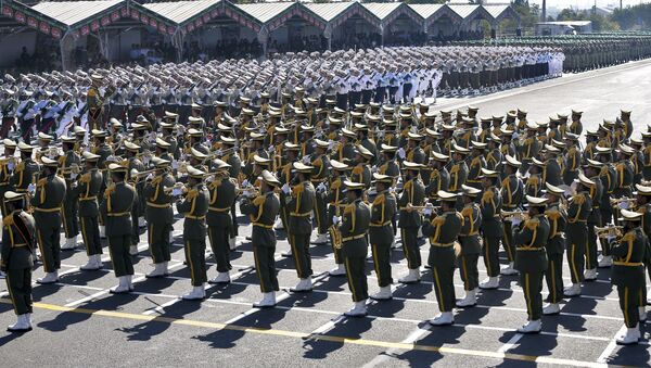 Le Corps des Gardiens de la révolution islamique (CGRI) participe à un défilé militaire à Téhéran - Sputnik France