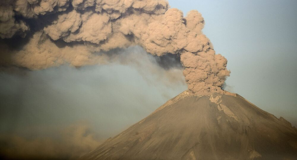 Le Popocatepetl en éruption