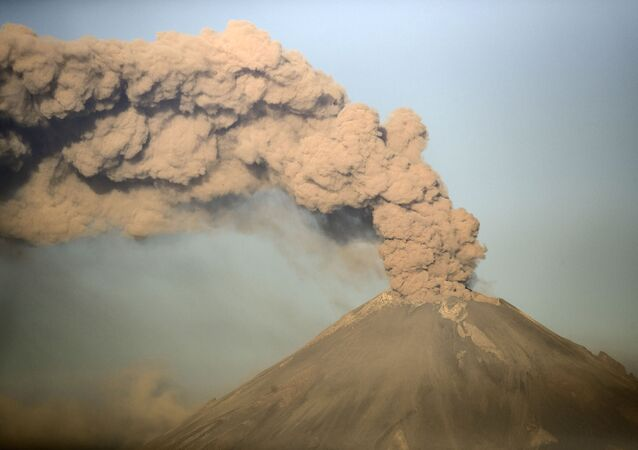 Le Popocatepetl en éruption