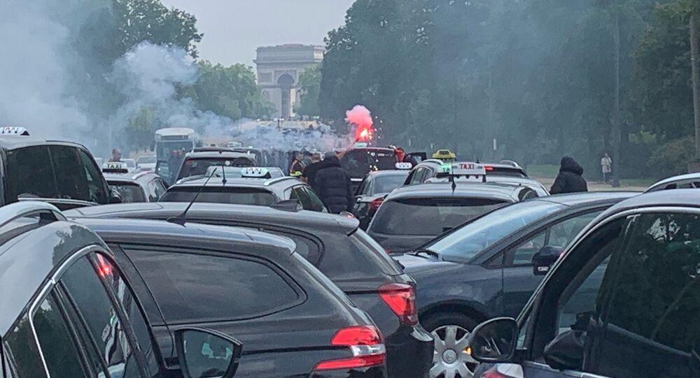 Opération escargot des taxis sur le périphérique de Paris, le 20 mai 2019