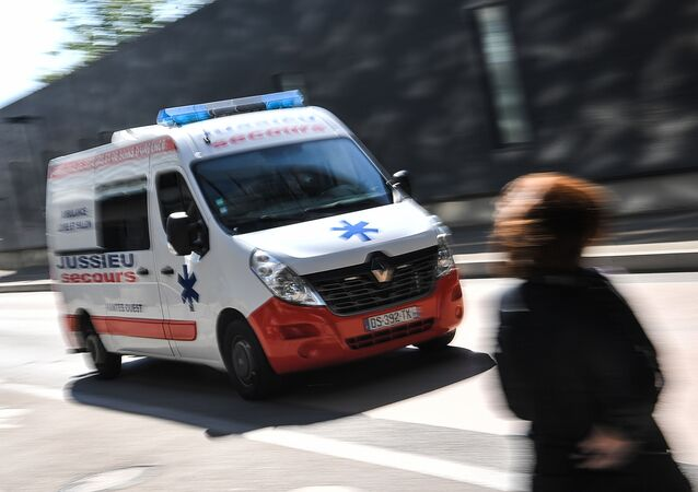 une ambulance, image d'illustration