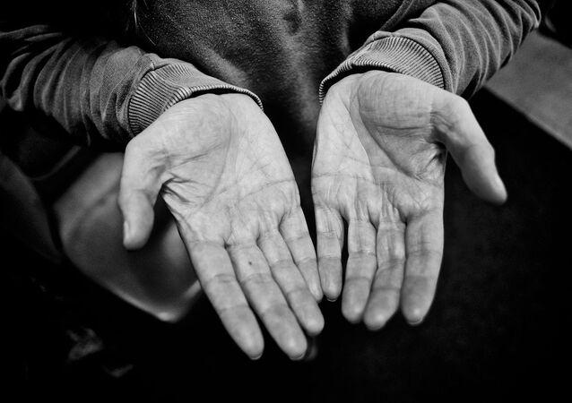 Des mains, image d'illustration