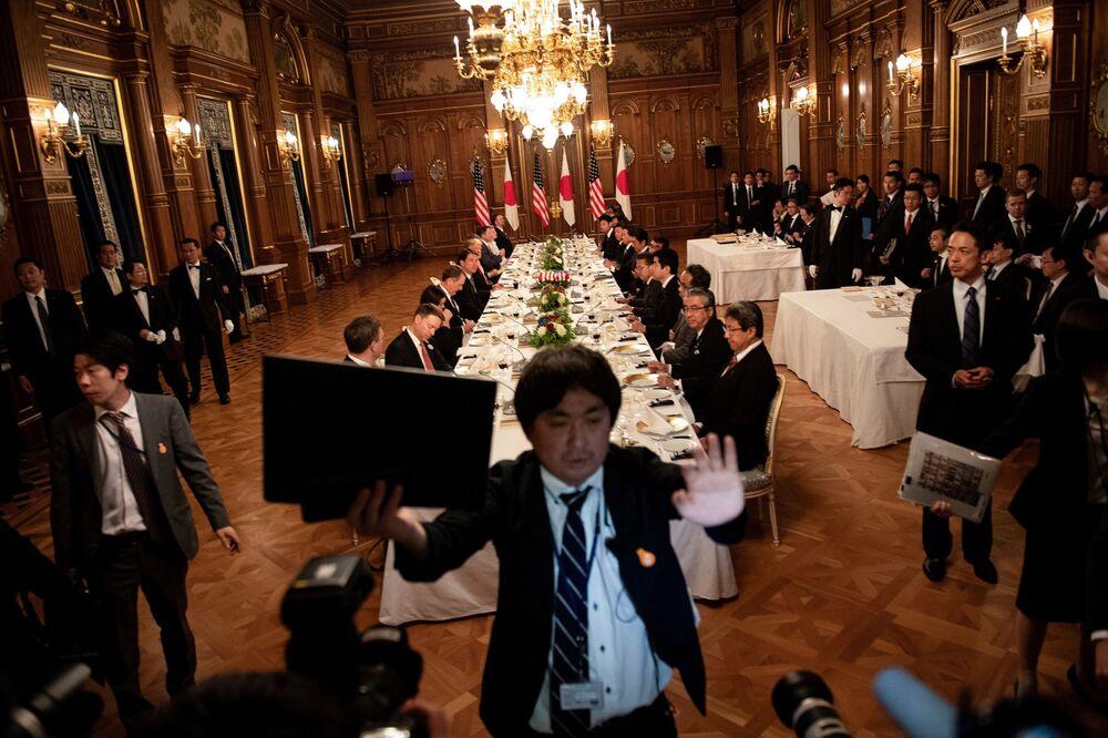 Selfies avec Abe et autres aventures de Trump au Japon