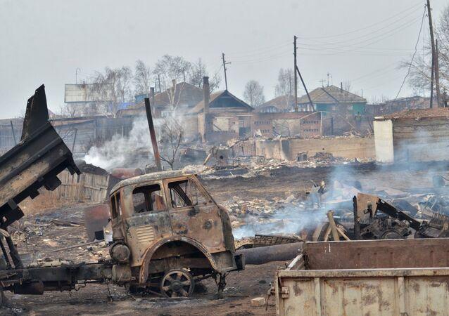 Les conséquences d'incendies en République autonome de Khakassie, le 16 avril 2015