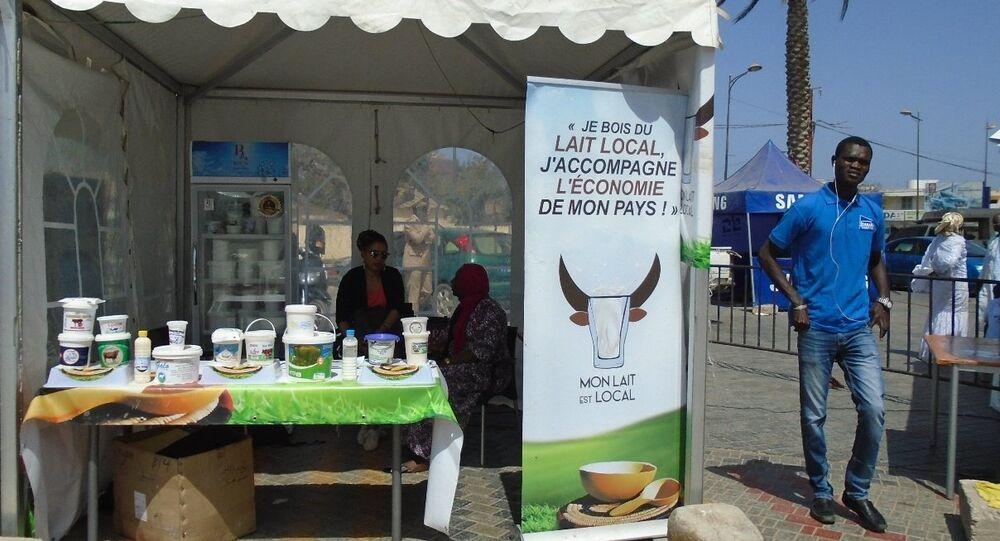Un stand d'exposition-vente à Dakar, lors de la célébration de la Journée mondiale du lait, le 1er juin 2019.