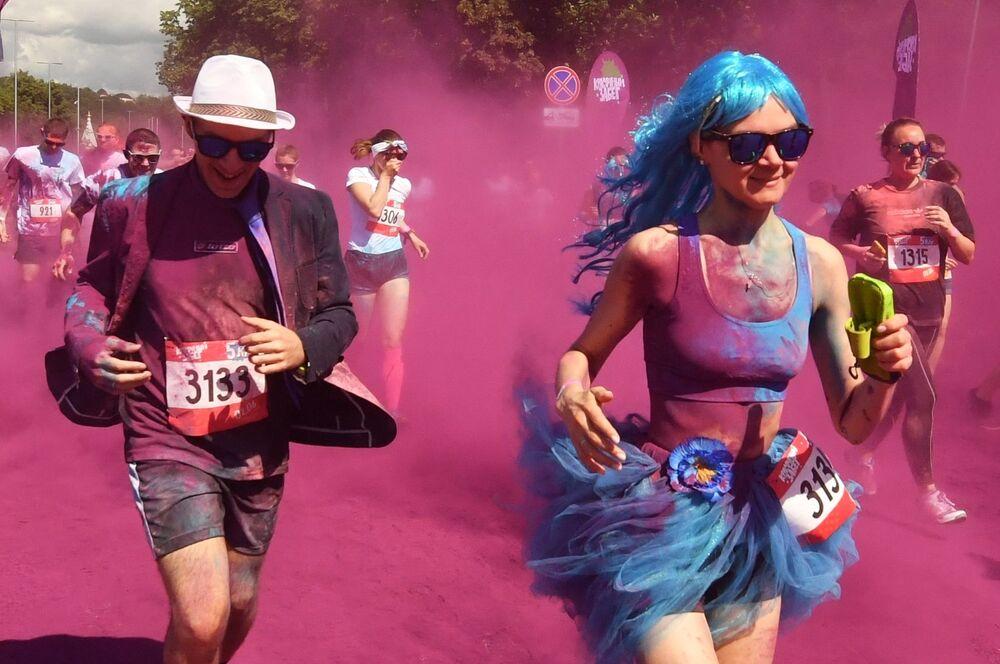 Course à pied multicolore de Moscou