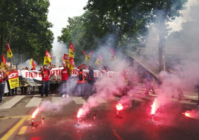 Les cheminots manifestent à Paris contre la réforme ferroviaire