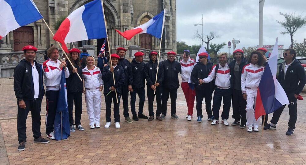 Les sportifs russes et français aux Championnats de longboard à Biarritz