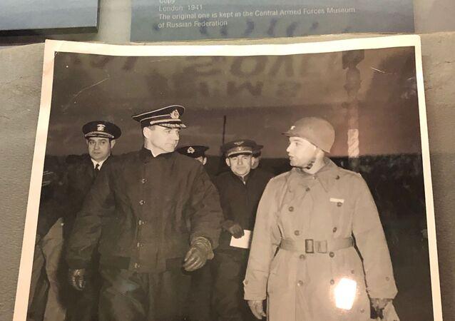 Nikolaï Kharlamov (à gauche)