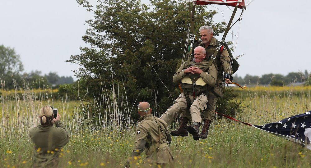 Tom Rice, à 97 ans, ce vétéran resaute en parachute afin de commémorer le débarquement