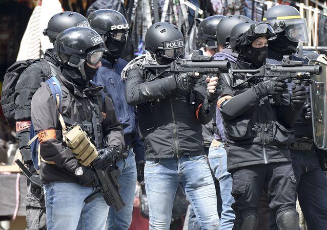 Les forces de l'ordre françaises