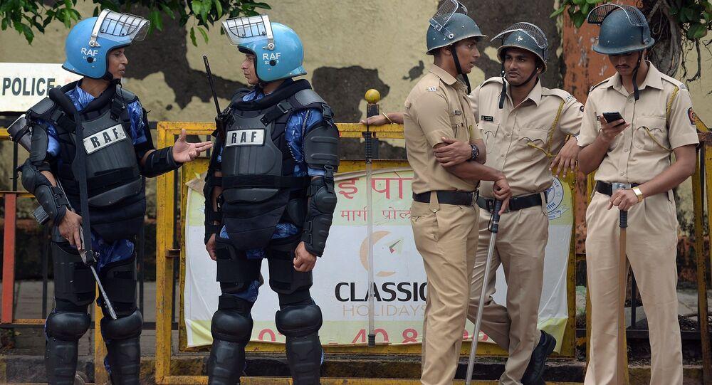 Policiers indiens