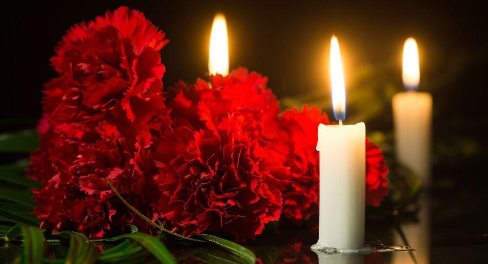 chandelles et fleurs rouges