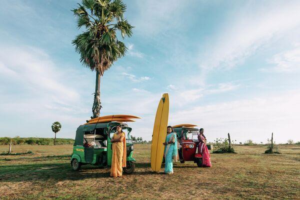 Femmes d'Arugam Bay du photographe français Francis Rousseau, finaliste dans la catégorie Portrait, un héros de notre temps, photo unique. - Sputnik France