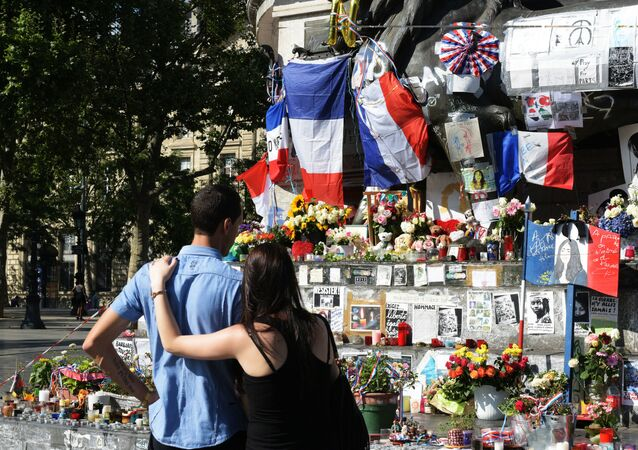 Commémoration des victimes de l'attentat de Nice à Paris, image d'archives