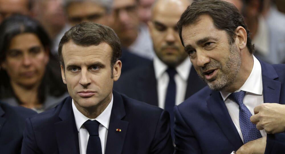 Le Président Emmanuel Macron, le maire de Gréoux-les-Bains Paul Audan, et le ministre de l'Intérieur Minister Christophe Castaner à Gréoux-les-Bains