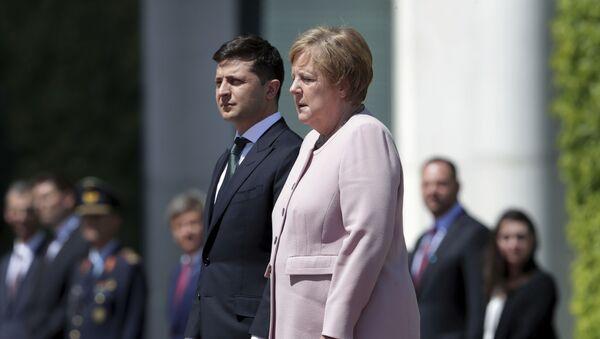 Angela Merkel (r.) empfängt den neuen ukrainischen Präsidenten Wladimir Selenski  - Sputnik France