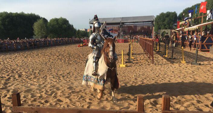 Le chevalier russe Andrei Kamine lors du tournoi Saint-Georges à Moscou dans le cadre du festival Les temps et les époques en 2019