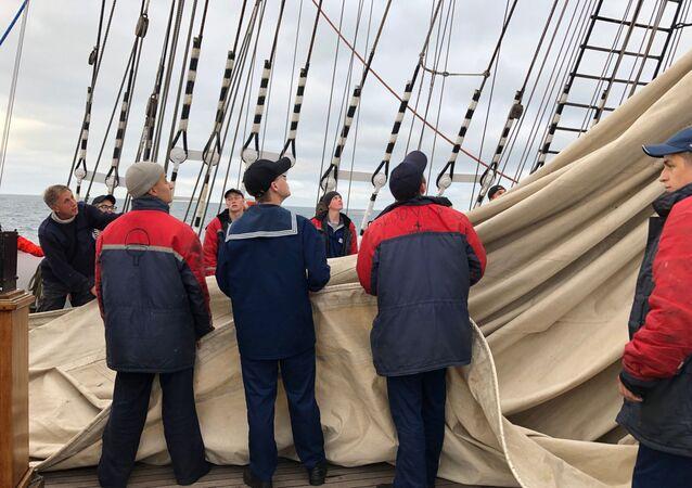 Sedov arrive dans le port de Bordeaux