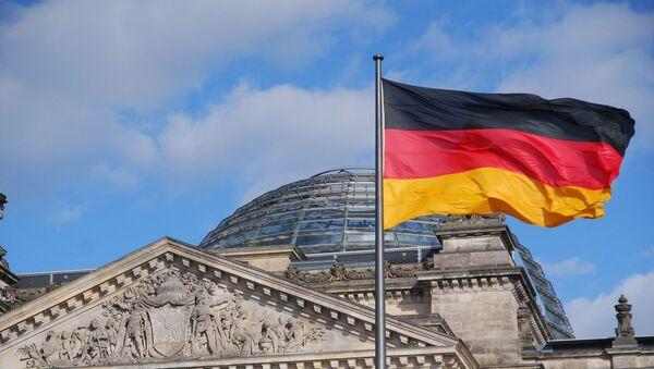Drapeau allemand devant le Reichstag, Berlin - Sputnik France