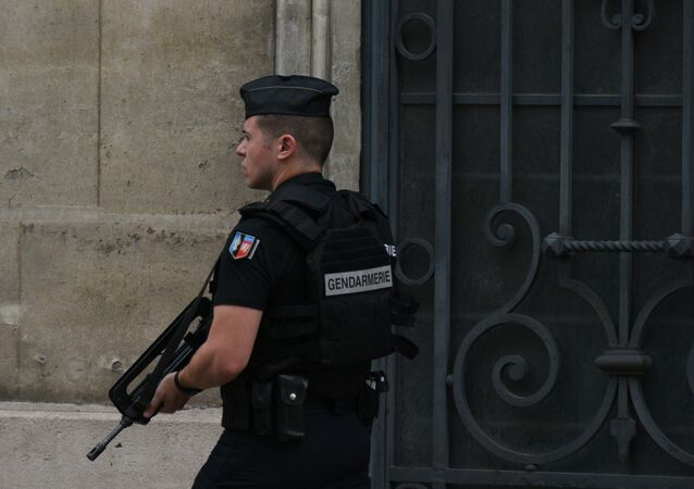 Un gendarme à Paris, image d'illustration