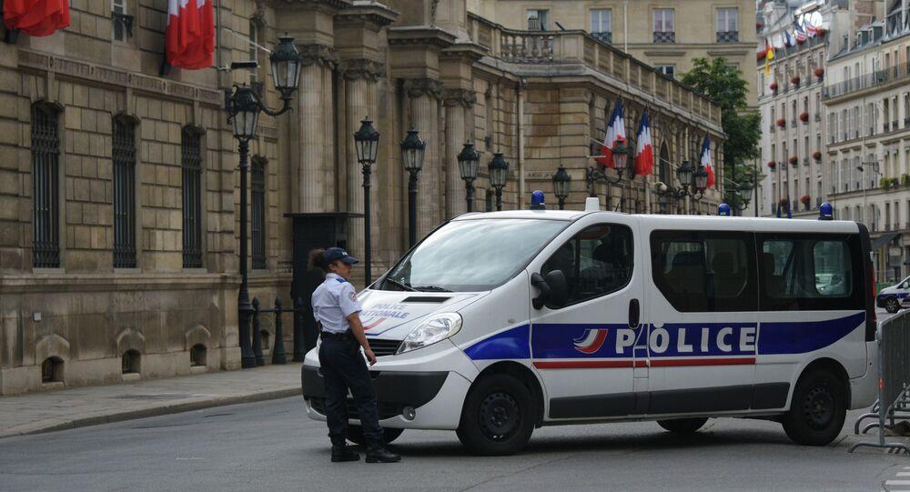 Une voiture de police à Paris