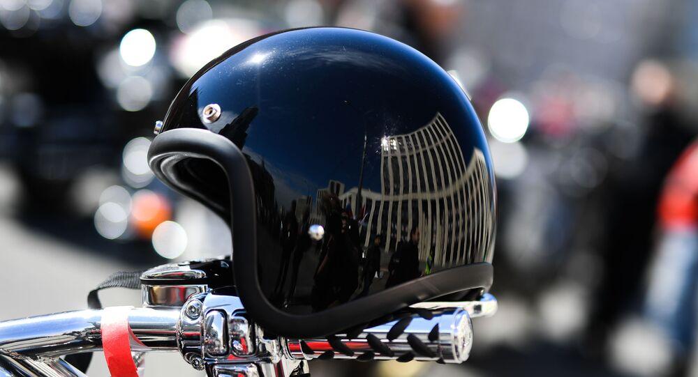 Une casque de motocycliste