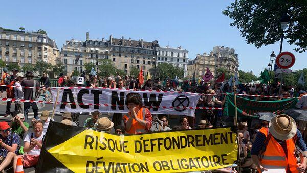 Militants du groupe Extinction rebellion - Sputnik France