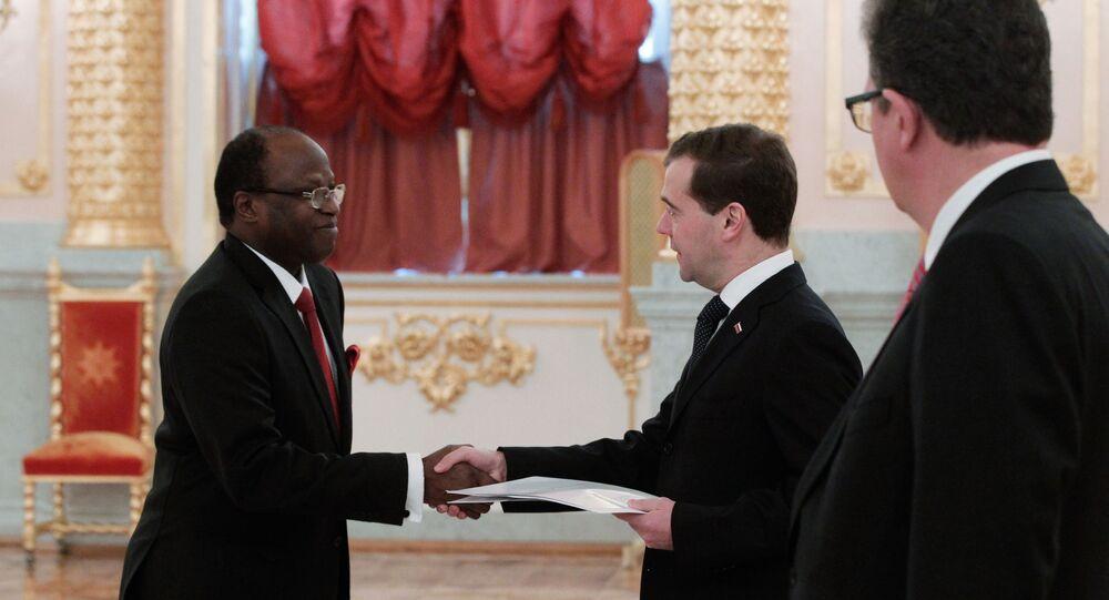 Medvedev et l'ambassadeur de la Guinée-Bissau en Russie (2011)