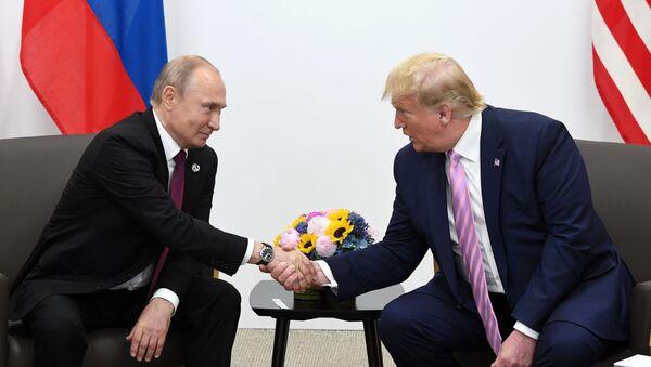 Vladimir Poutine et Donald Trump à Osaka - Sputnik France