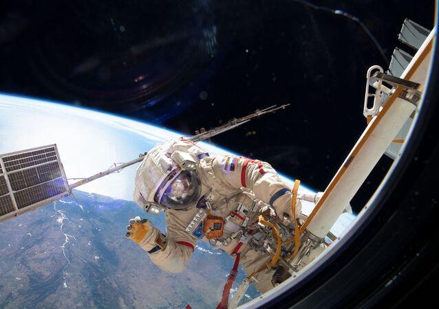 Sortie dans l'espace, image d'illustration