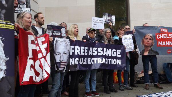 Protestation contre l'extradition de Julian Assange vers les USA, le 14 juin 2019 à Londres - Sputnik France