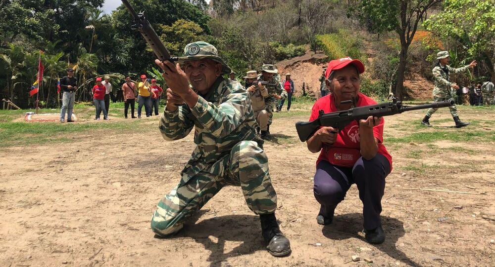 Les Vénézuéliens s'entraînent à contrer une intervention étrangère