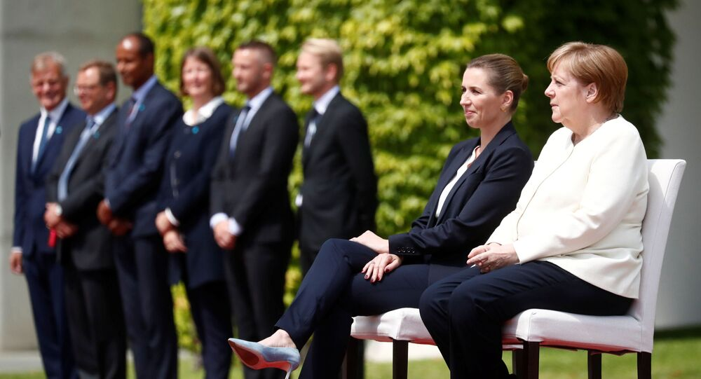 Angela Merkel et Mette Frederiksen lors d'une cérémonie à Berlin
