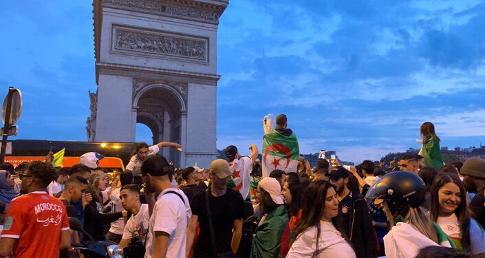 L'Algérie qualifiée pour la demi-finale de la Coupe d'Afrique, les supporters sur les Champs-Élysées, le 11 juillet 2019