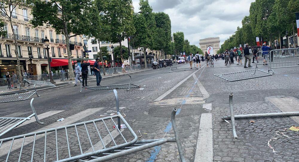 Tensions sur les Champs-Élysées (14 juillet)